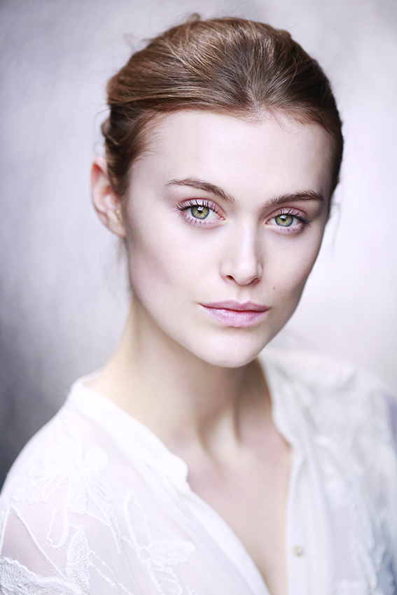Headshot: Issy Knowles